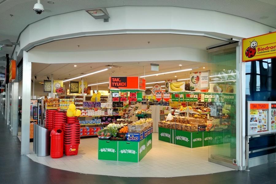 Супермаркет Biedronka на железнодорожном вокзале в Познани.  www.gloswielkopolski.pl fd39897448e90