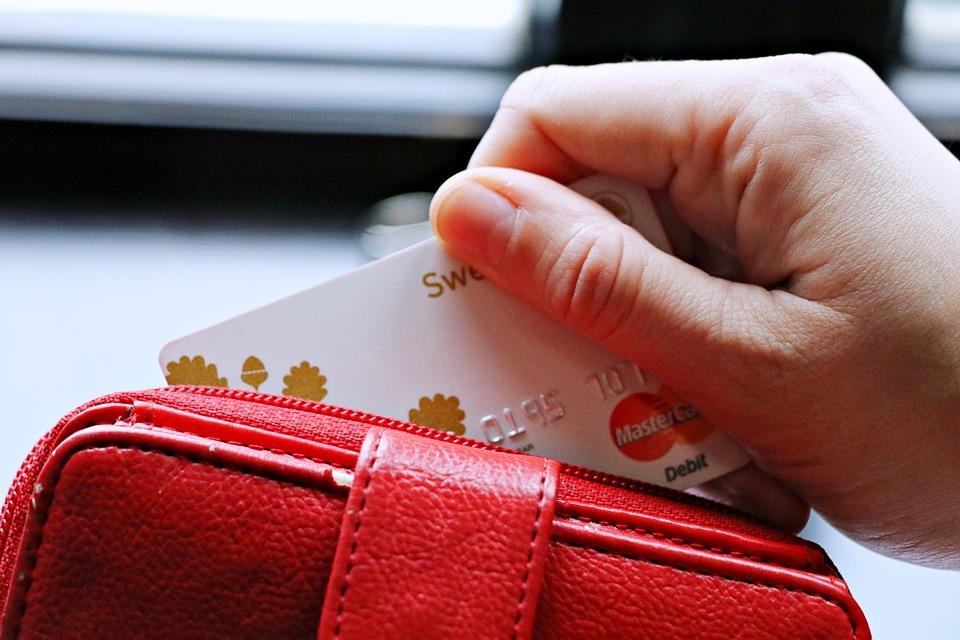 Польский Getin Holding, владеющий белорусским ЗАО Идея Банк, принял решение продать треть акций банка российской лизинговой.